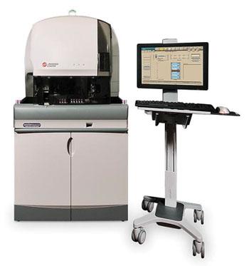 El sistema de análisis celular y de coloración y preparación de láminas UniCel DxH (Fotografía cortesía de Beckman Coulter).