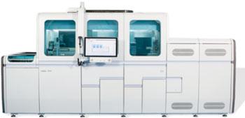 Imagen: El sistema cobas 8800 puede procesar hasta 960 pruebas en un turno de ocho horas o también 3.072 pruebas en 24 horas, con sólo tres interacciones del usuario y hasta con cuatro horas de trabajo manos libres, por serie (Fotografía cortesía de Roche Molecular Diagnostics).