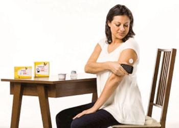 Imagen: El sistema de monitorización de glucosa FreeStyle Libre Flash (Fotografía cortesía de Abbott Diabetes Care).