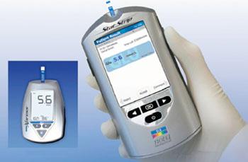 Imagen: El sistema hospitalario para la medición de glucosa StatStrip (Fotografía cortesía de Nova Biomedical).
