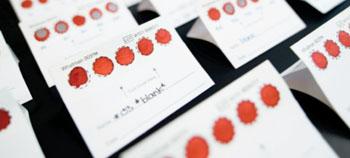 Imagen: Los investigadores han desarrollado una prueba simple, sensible, para la deficiencia de vitamina B12 que requiere únicamente una gota de sangre (Fotografía cortesía de Don Erhardt/Universidad de la Columbia Británica).