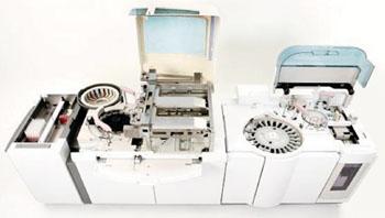 Imagen: El analizador de laboratorio clínico multipropósito Cobas 6000 (Fotografía cortesía de Roche Diagnostics).