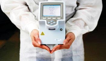 Imagen: El sistema de diagnóstico molecular cobas Liat (Fotografía cortesía de Roche).