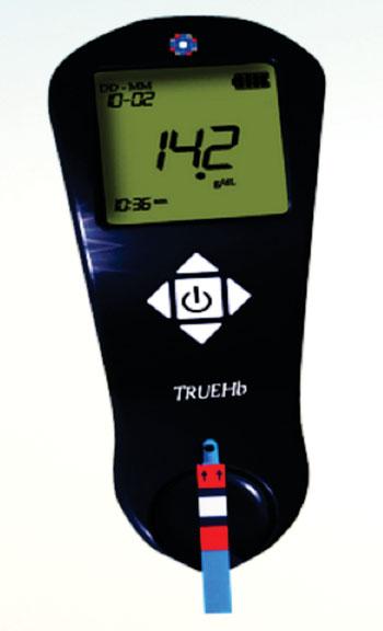 Imagen: El kit de análisis TrueHb hemometer (Fotografía cortesía del Instituto Hindú de Tecnología Delhi).