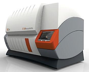 Imagen: El compacto instrumento de sobremesa para diagnóstico T2Dx (Fotografía cortesía de T2Biosystems).