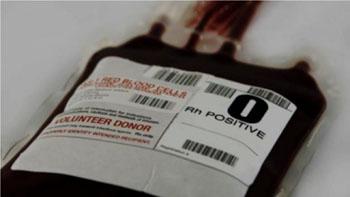 Imagen: Una bolsa de plástico de glóbulos rojos que ha sido analizada y clasificada como O Rh positivo, lista para la transfusión (Fotografía cortesía de la Cruz Roja Americana).