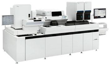 Imagen: El sistema de hematología XN-3000 incluye dos módulos de análisis de hematología co-primarios y un slidemaker/sistema de coloración, integrado (Fotografía cortesía de Sysmex).