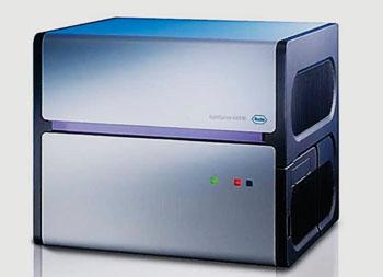 Imagen: El instrumento Light Cycler 480 II para la detección y la amplificación de la reacción en cadena de la polimerasa (PCR) en tiempo real (Fotografía cortesía de Roche).