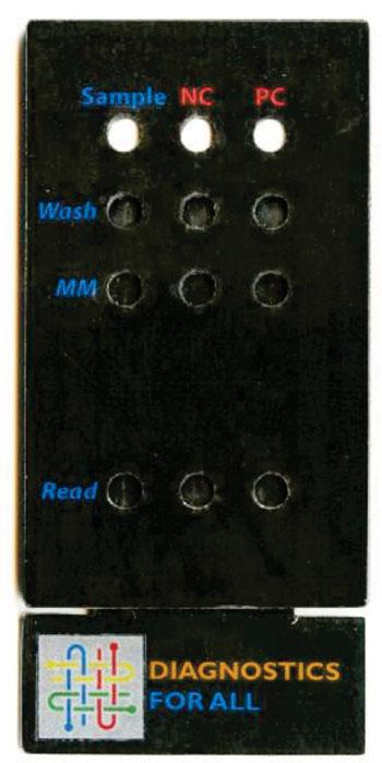 Imagen: La máquina portátil de papel de bajo costo, para la detección de enfermedades infecciosas, enfermedades genéticas y el cáncer en los puntos de atención (Fotografía cortesía de Diagnósticos para Todos).