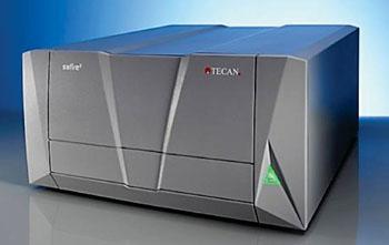Imagen: El lector de microplacas por fluorescencia TECAN Safire UV-VIS-IR (Fotografía cortesía del Instituto Tecnológico de California).
