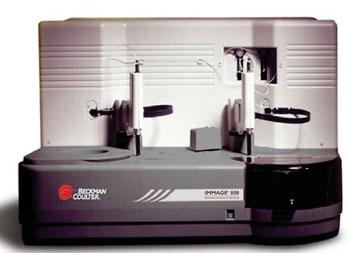 Imagen: El sistema de inmunoquímica IMMAGE 800 (Fotografía cortesía de Beckman Coulter).