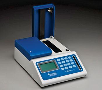 Imagen: El illumipro-10 es un sistema de amplificación e isotérmica, automatizado, diseñado para uso con los productos de amplificación mediada por bucle, illumigene (Fotografía cortesía de Meridian Bioscience)